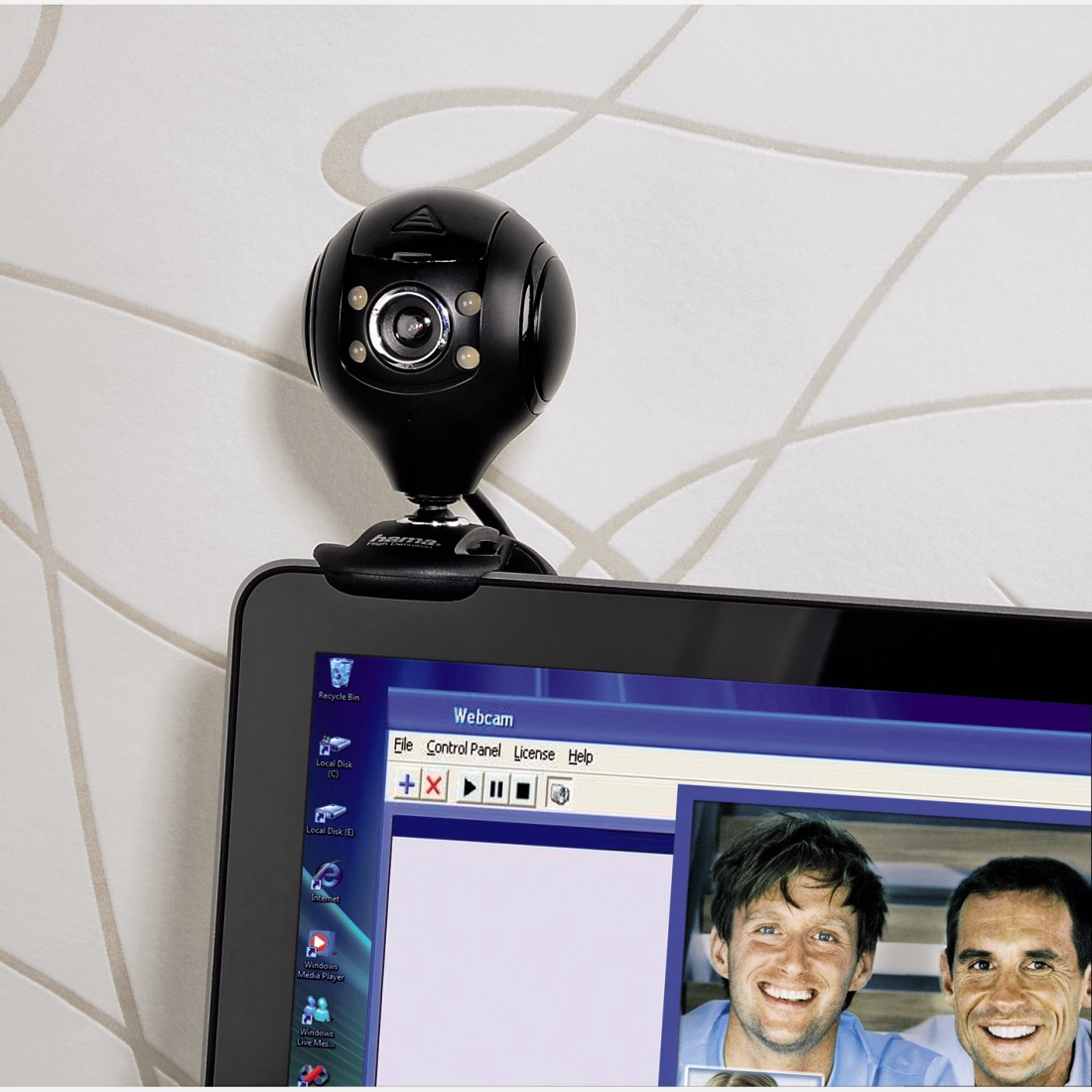 "awx High-Res Appliance - Hama, ""Spy protect"" HD Webcam"